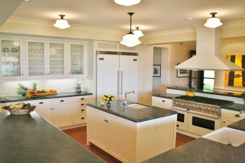 Large gormet kitchen